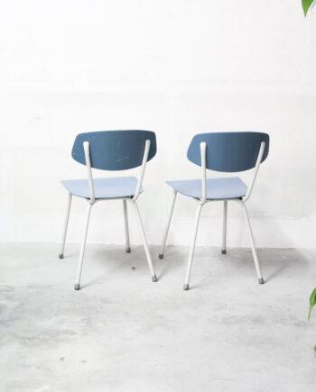 lichtblauwe vintage stoeltjes