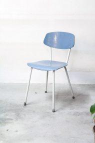 lichtblauwe-vintage-stoeltjes-4