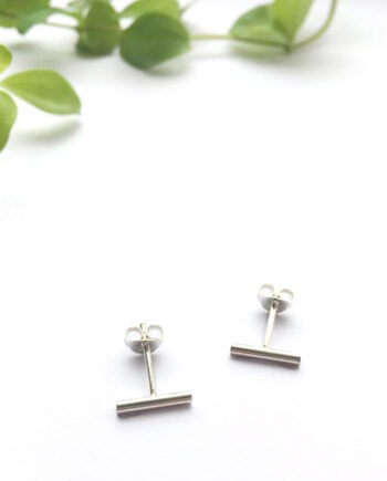 staafje oorstekers minimalistisch