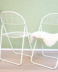 opklapbare-vintage-metalen-draadstoelen-grid-raster-stoelen-3