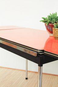 Oranje uitschuifbare portable formica tafel