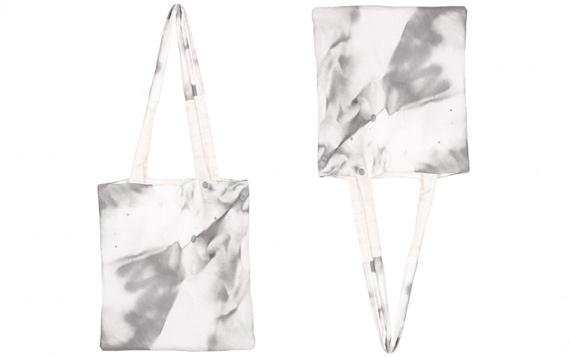 tie-dye-canvas-shoppers-tas-marble-grijs