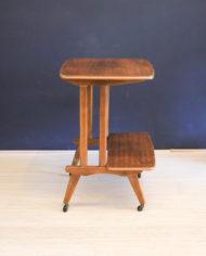 verrijdbaar-vintage-audio- meubel-met-sierlijke- pootjes-2