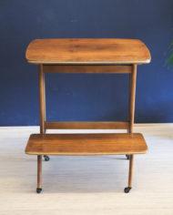verrijdbaar-vintage-audio- meubel-met-sierlijke- pootjes-3