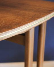 verrijdbaar-vintage-audio- meubel-met-sierlijke- pootjes-5