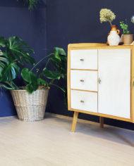 vintage-Deens-design-licht-eiken-houten-kastje-sierlijke-poten-2