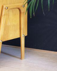 vintage-Deens-design-licht-eiken-houten-kastje-sierlijke-poten-3