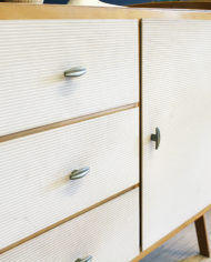 vintage-Deens-design-licht-eiken-houten-kastje-sierlijke-poten-5