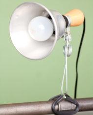 vintage-aluminium-klemlamp-cliplamp-hout-3