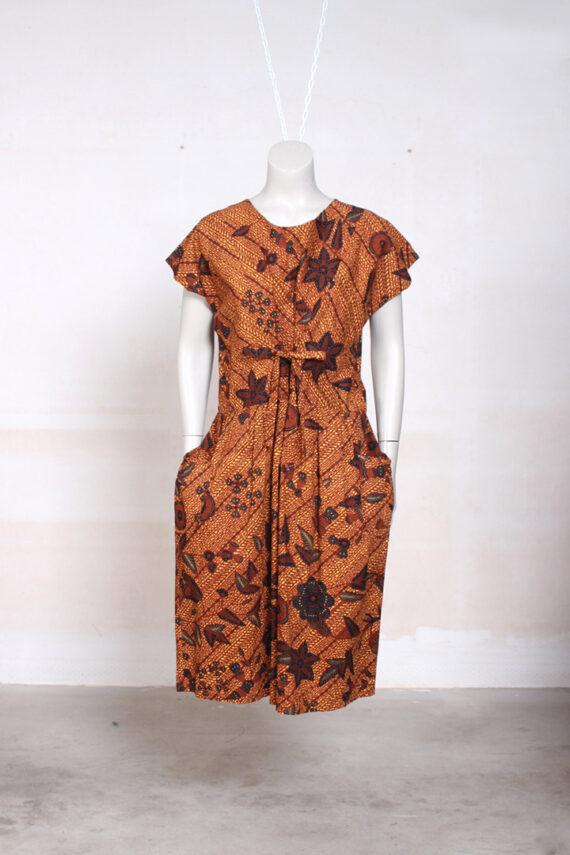 bruine batik jurk