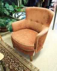 vintage-bloedoranje-rode-bank-en-fauteuil-met-witte-bies-2
