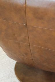 vintage-bruin-leren-fauteuil-ronde-voet-draaistoel-5