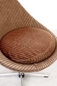 vintage-bruine-ribstof-ei-stoel-egg-chair-jaren-70-6