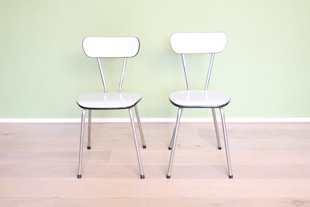 Wit grijze vintage formica stoelen froufrou 39 s for Vintage stoelen