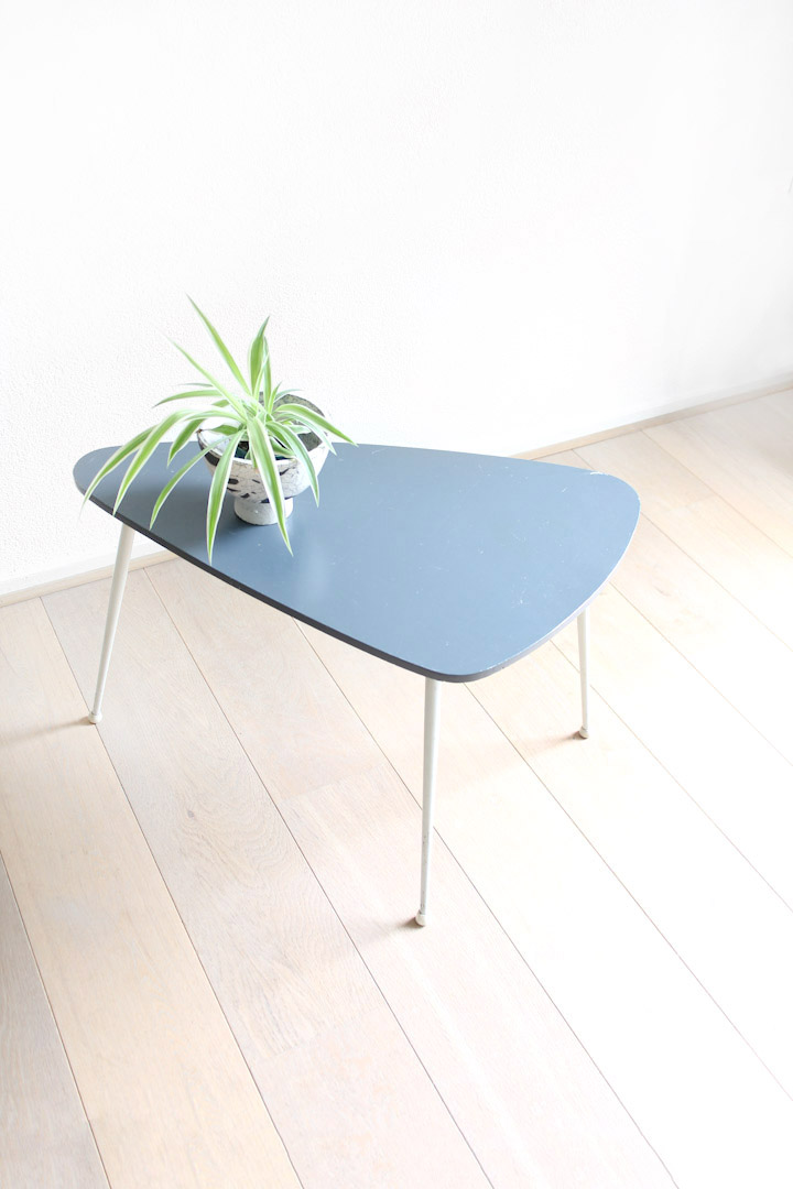 Vintage pastelblauw bijzettafeltje / salontafel