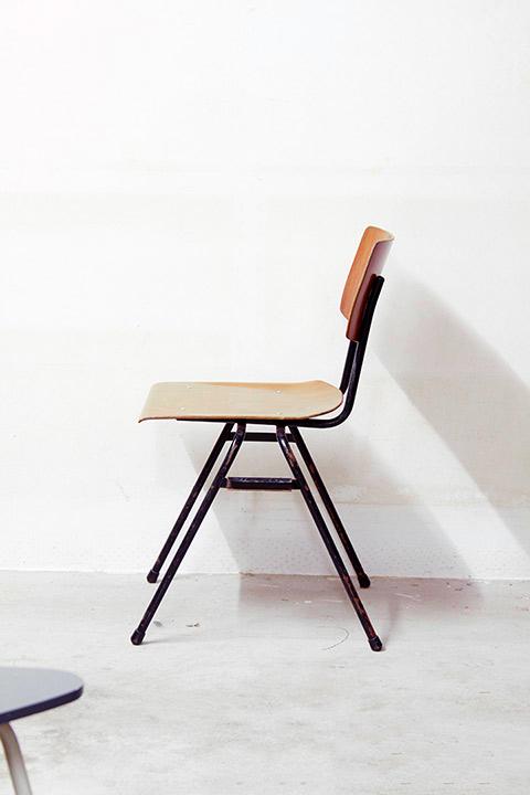 Vintage schoolstoelen kwartet meubelen froufrou 39 s for Jaren 60 meubelen