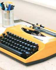 vintage-typemachine-geel-tippa-s-adler-5