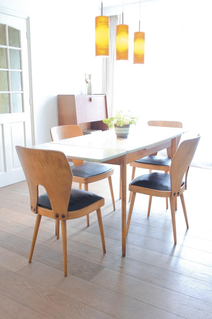 Vintage formica tafel uitschuifbaar met houten poten for Stoel houten poten