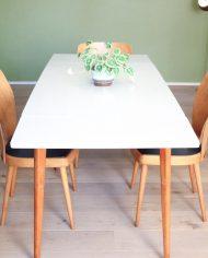 vintage-uitschuifbare-formica-tafel-houten-poten-wit-grijs-5