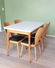 vintage-uitschuifbare-formica-tafel-houten-poten-wit-grijs-9