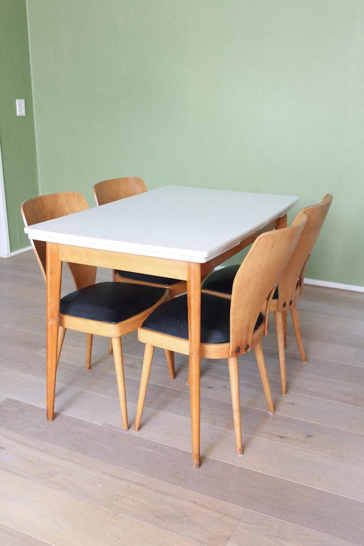 Vintage formica tafel uitschuifbaar met houten poten - Froufrous