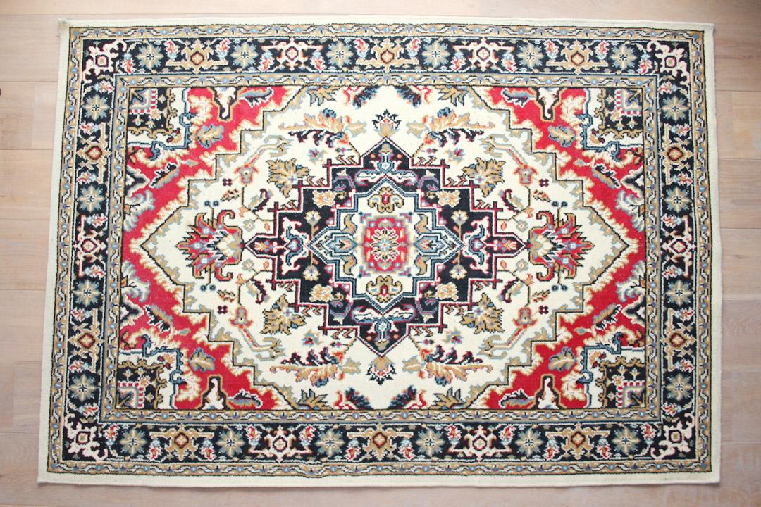 Perzisch Tapijt Tweedehands : Vintage vloerkleed wit rood zwart froufrous