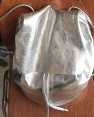 zilveren-leren-rugtas-COS-rugzak-2