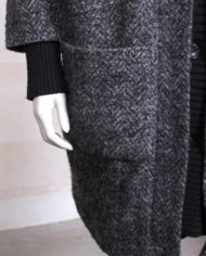 zwart-grijze-gemeleerde-oversized-wollen-winterjas-4