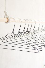 zwarte-metale-kledinghangers-stomerijhangers-2