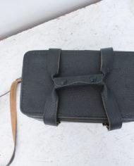zwarte-vintage-cameratas-hengsels-3